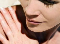 Rare Disease That Makes Skin Sensitive To Light Got Sensitive Skin These Are The Skin Care Ingredients