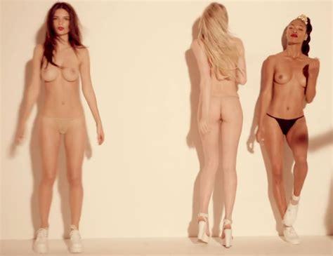Pornoy Topless Women Photos