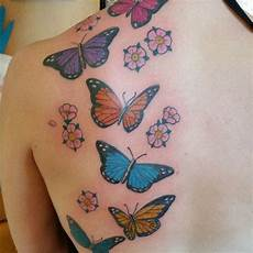 tatuaggio fiore e farfalla 28 awesome butterfly tattoos with flowers that nobody will