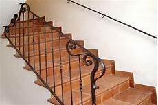 ringhiera in ferro battuto per scale interne ringhiera in ferro battuto a mano con grandi riccioli per