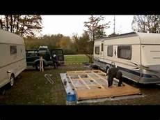 wohnwagen aus holz selber bauen ich wohne auf dem cingplatz trailer fenster zum