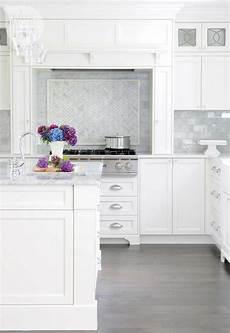 white kitchen cabinets with white backsplash beautiful white kitchens diy decorator