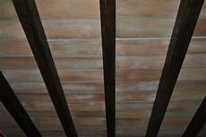 finte travi per soffitto finti mattoni sassi pietre