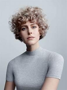 bilder kurzhaarfrisuren locken damen lockenfrisur f 252 r kurze haare frisuren f 252 r locken