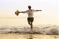 frauen am strand kostenlos reisen mit diesen tipps klappt s urlaubsguru