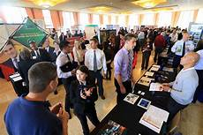 What To Take To A Job Fair Job Fairs Locate Your New Career At The Fair Wiki Education
