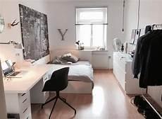schlafzimmer einrichtung helles wg zimmer mit schichter und moderner einrichtung