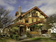 a craftsman home in pitch design for the arts