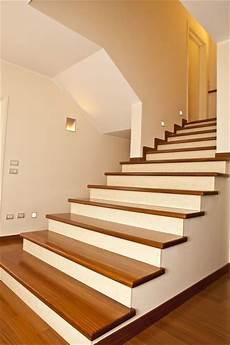 rivestimento in legno per interni rivestimento in afrormosia 171 de angelis interni scale in