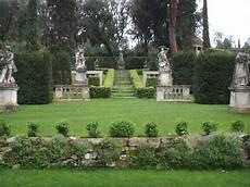 giardini di pietra file villa la pietra giardino est teatrino di verzura 02