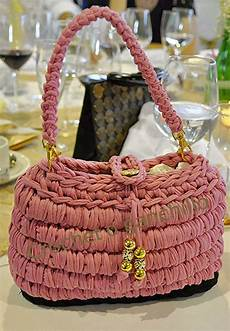 crochet o ganchillo bolso de trapillo rosa by crochet o