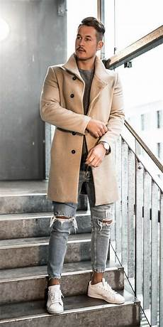 Light Ripped Jean Outfits How To Wear Ripped Jeans Like A Street Style Star