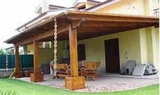 tettoia giardino illuminare un soffitto con travi a vista lade per