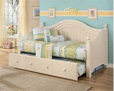 Cottage Retreat Bedroom Set Furniture Cottage Retreat Day Bed With Trundle