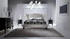 da letto lussuosa da letto di colore di contrasto fotografia
