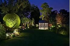 illuminazione led giardino illuminare il giardino con i faretti da esterno a led