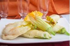 fiori in pastella fiori di zucchina o zucca fritti in pastella ricette di