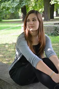 gadis dengan kaus kaki panjang gambar alam orang gadis wanita kaki si rambut
