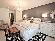 Wohnideen Schlafzimmer Grau by Decorating A Tiny Master Bedroom Small Master
