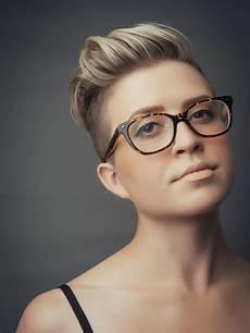 kurzhaarfrisuren blond für brillenträger s hi top fade haircut highlights frisuren