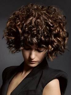 coole kurzhaarfrisuren mit locken locken frisuren kurze haare