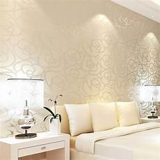 tapeten design schlafzimmer klassischen stil samt tapete gold blume wohnzimmer