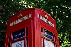 una cabina telefonica peugeot crea un nuevo concesionario estar 225 dentro una