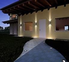 le illuminazioni l esterno di una casa illuminato con led a pavimento