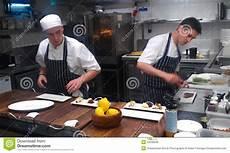 cucina con gordon ramsay gordon ramsay s restaurant kitchen editorial image image