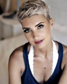 kurzhaarfrisur frauen blond hair pixie white coole frisuren hair