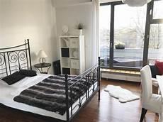 schlafzimmer in weiß einrichten schickt eingerichtetes schlafzimmer mit schwarz wei 223 en