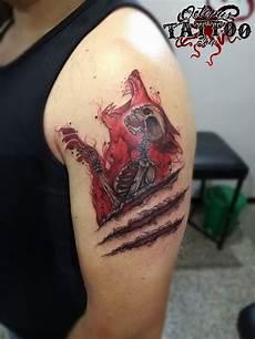 tatuaje masculinos tatuaje hombre brazo esqueleto garras lobo color realizado