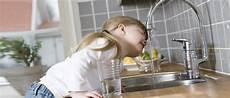 bere acqua di rubinetto bere acqua dal rubinetto sicura e fresca grazie ad acqualife