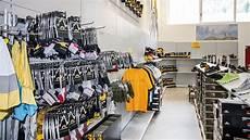 scaffali negozi scaffali per attrezzature sportive scaffalature per negozi