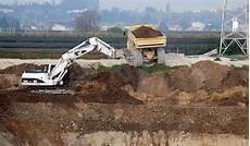 ghiaia vagliata nel finto recupero ambientale dell ex cava siberie c 232