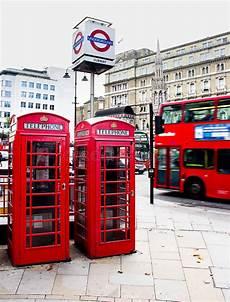 messaggi da cabina telefonica contenitore e di telefono di londra fotografia stock