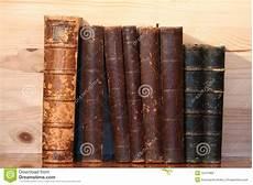 scaffale per libri vecchio scaffale per libri immagine stock immagine di