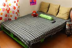 How To Make A Pallet Bed Frame With Lights How To Make A Pallet Bed Frame 6 Steps With Pictures