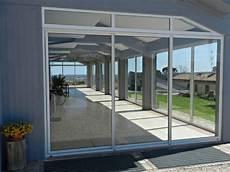 veranda a vetri infissi con vetri fissi e ante scorrevoli in alluminio