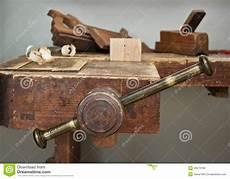 Kolben Werkzeugzimmer by Alter Kolben Und Werkzeug In Einem Werkstattstillleben