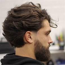 frisuren männer welliges haar frisuren m 228 nner mittellang haarschnitt volumen bart mode