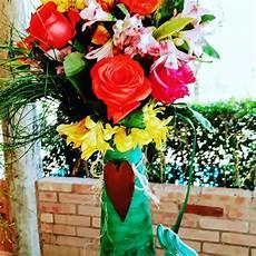 plantas penduradas ao ar livre a imagem pode conter flor planta e atividades ao ar