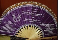 undangan pernikahan berbentuk kipas contoh surat undangan pernikahan berbentuk kipas atau tas