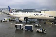 United Domestic Baggage Fees United Lifts Bag Fee To 35 Joining Jetblue In Hunt For