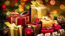 weihnachtsgeschenke foto raises money to buy entire school gifts