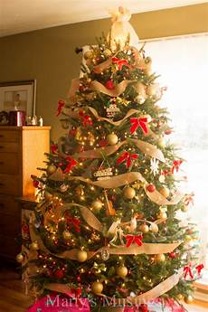 How To Wrap A Large Tree With Christmas Lights 17 Festive Christmas Tree Decorating Ideas To Inspire You