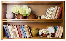 scaffale per libri scaffale per libri rurale immagine stock immagine di pila