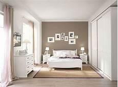 idee colori pareti da letto madreperla nella da letto classica si