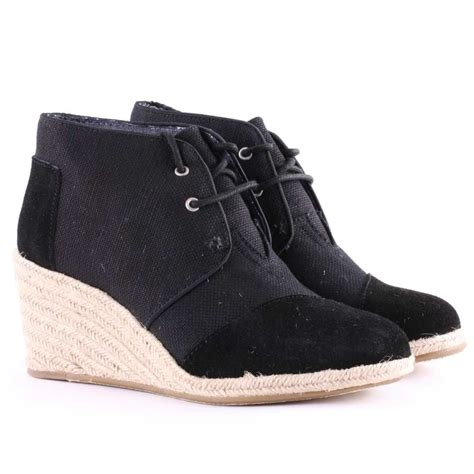 toms desert wedge womens ankle boots in black suede