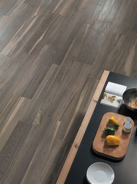 piastrelle a parquet pavimenti gres porcellanato effetto legno marmo pietra